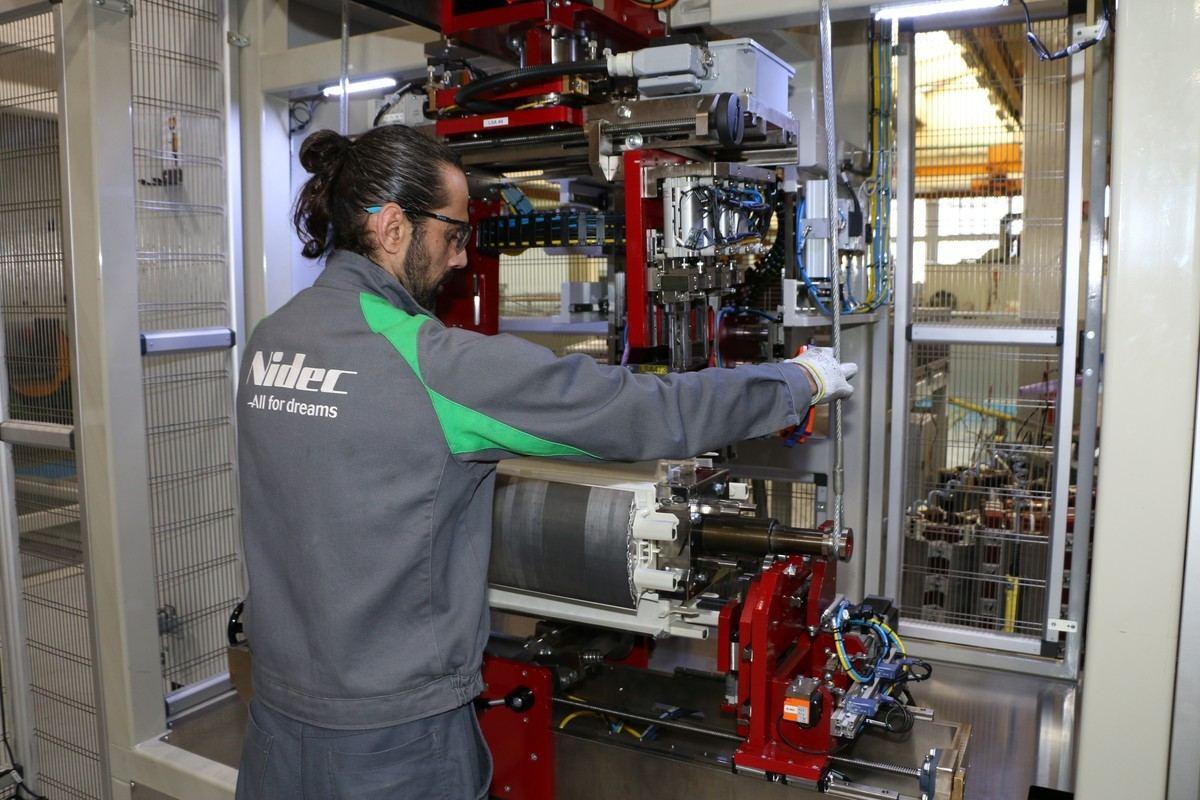 Leroy-Somer внедряет автоматическую систему намотки ротора для синхронных генераторов