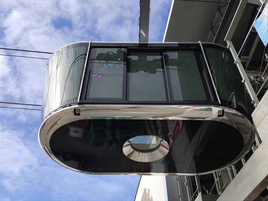 Панорамный люк кабины обеспечивает вид с высоты